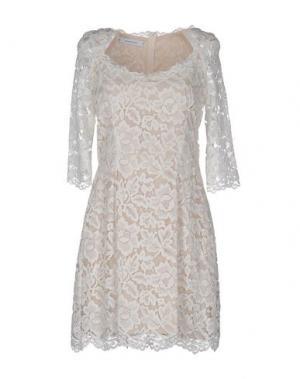 Короткое платье ALFONSO RAY. Цвет: слоновая кость