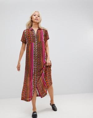 Maison Scotch Платье-рубашка макси с принтом. Цвет: красный