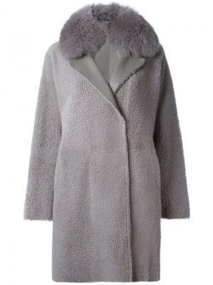 Двубортное пальто из овчины Guy Laroche. Цвет: серый