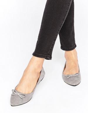 Raid Серые балетки с острым носком и бантиками. Цвет: серый
