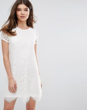 Lipsy Цельнокройное кружевное платье. Цвет: кремовый