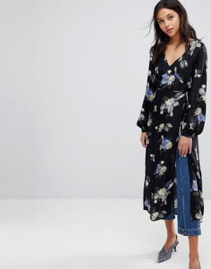 Gestuz Платье-кимоно с запахом и цветочным принтом. Цвет: мульти