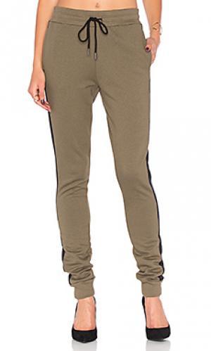Спортивные брюки с начёсом pride twenty. Цвет: военный стиль