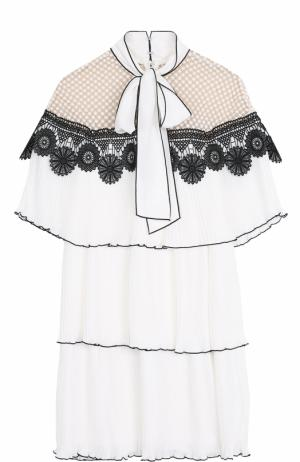 Плиссированное мини-платье с воротником аскот self-portrait. Цвет: белый