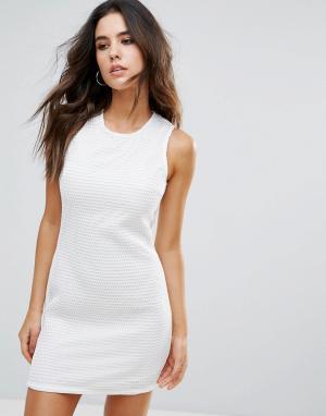 Little White Lies Фактурное платье. Цвет: белый