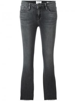 Укороченные джинсы Frame Denim. Цвет: серый