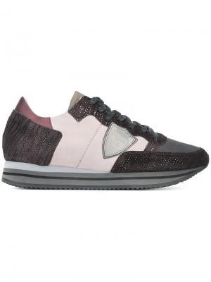 Кроссовки с панельным дизайном Philippe Model. Цвет: розовый и фиолетовый