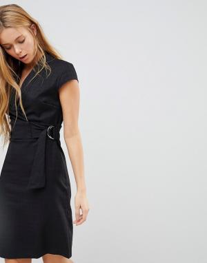 Liquorish Фактурное платье с короткими рукавами, поясом и D-образной пряжкой Liq. Цвет: черный