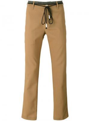 Брюки с поясом в виде шнурков Pence. Цвет: коричневый