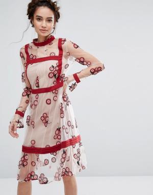 Endless Rose Платье с цветочной вышивкой. Цвет: мульти