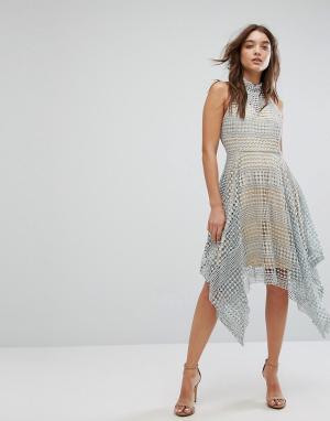 Girl In Mind Серое кружевное приталенное платье с высоким воротом Min. Цвет: серый