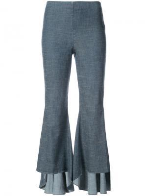 Расклешенные брюки с оборками Alice+Olivia. Цвет: синий