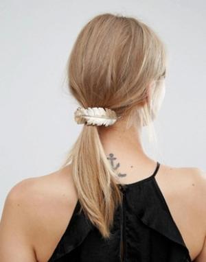 Orelia Заколка для волос с большим пером. Цвет: золотой