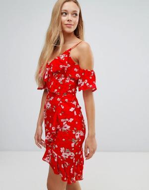 Parisian Платье с вырезами на плечах, цветочным принтом и рюшами. Цвет: красный