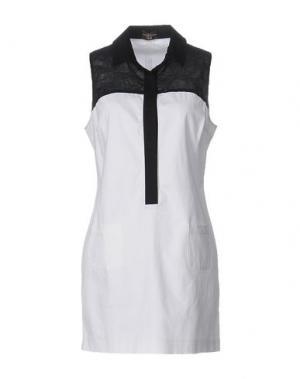 Короткое платье ALVIERO MARTINI 1A CLASSE. Цвет: белый