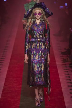 Пальто с люрексом Gucci. Цвет: фиолетовый