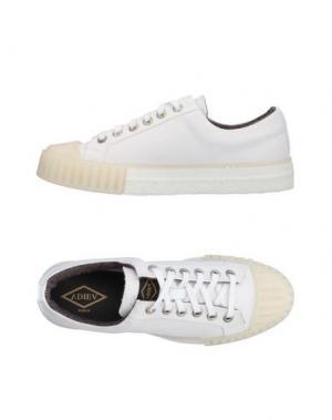 Низкие кеды и кроссовки ADIEU. Цвет: белый