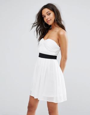Boohoo Приталенное платье бандо мини. Цвет: белый