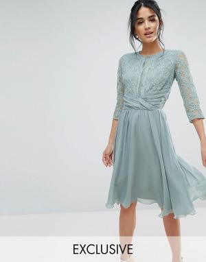Elise Ryan Платье миди с кружевом и драпировкой на талии. Цвет: зеленый