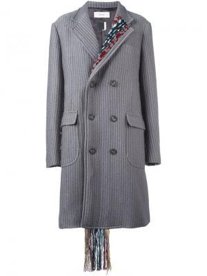 Пальто в тонкую полоску с тканой отделкой Facetasm. Цвет: серый