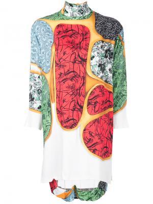 Платье с контрастным принтом и отворотом Toga Pulla. Цвет: белый