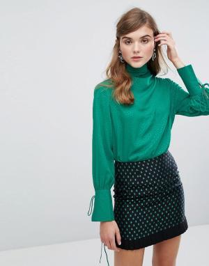 Sister jane Атласная блузка в горошек с драпировкой. Цвет: зеленый