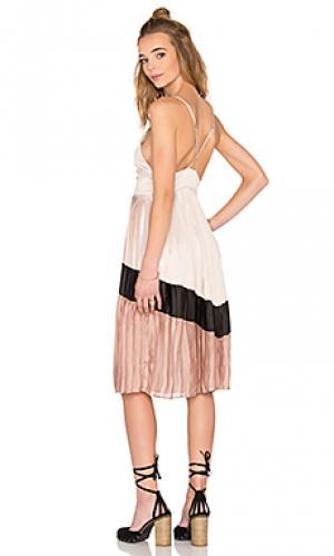 Платье миди chevron pleated Lucca Couture. Цвет: беж