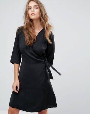 Minimum Платье-кимоно. Цвет: черный