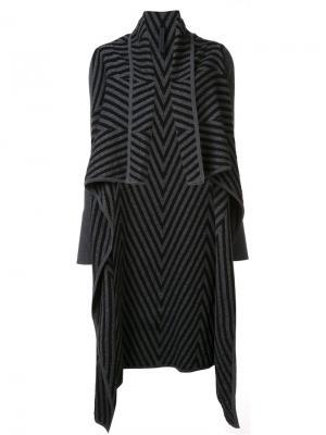 Драпированное пальто с узором шеврон Gareth Pugh. Цвет: чёрный