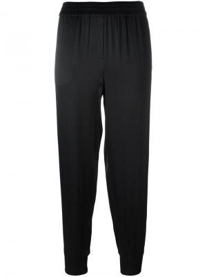 Эластичные атласные брюки DKNY. Цвет: чёрный