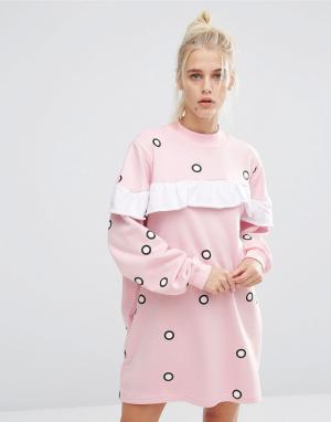 Lazy Oaf Трикотажное oversize-платье в горошек с оборками. Цвет: розовый
