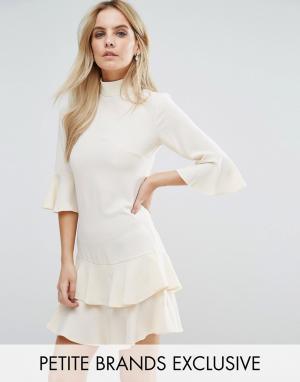 John Zack Petite Платье с присборенной юбкой и расклешенными рукавами. Цвет: кремовый