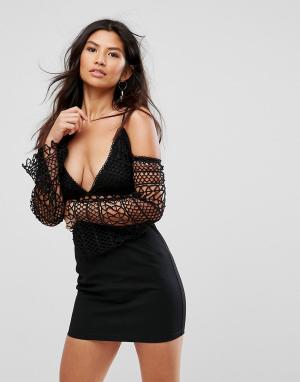 Girl In Mind Платье мини с кружевными вставками и открытым плечами. Цвет: черный