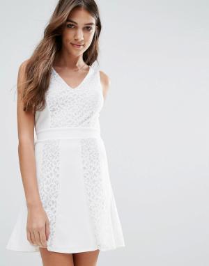 Wal G Короткое приталенное платье. Цвет: белый