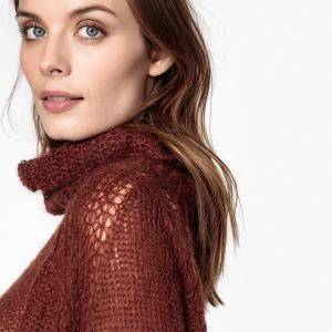 Пуловер-водолазка из тонкого трикотажа AND LESS. Цвет: бордовый