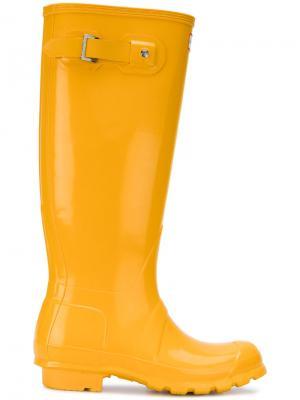 Глянцевые резиновые сапоги высотой до колена Hunter. Цвет: жёлтый и оранжевый