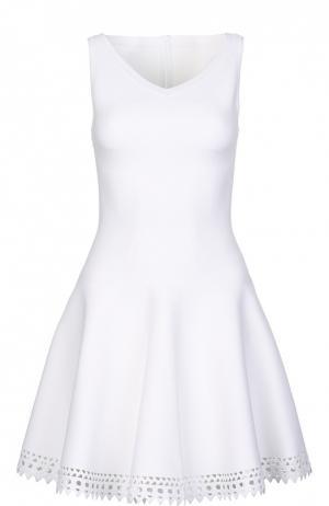 Приталенное платье без рукавов с перфорацией Alaia. Цвет: белый