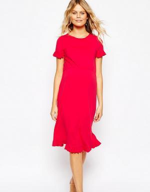 ASOS Maternity Приталенное платье для беременных с оборками на рукавах. Цвет: красный