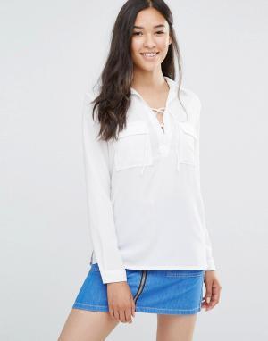 Soaked in Luxury Рубашка со шнуровкой и карманами Rosy. Цвет: белый