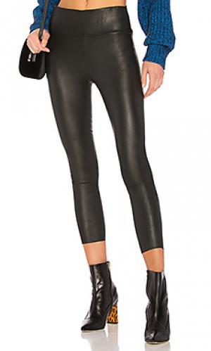 Кожаные легинсы high waist 3/4 SPRWMN. Цвет: черный