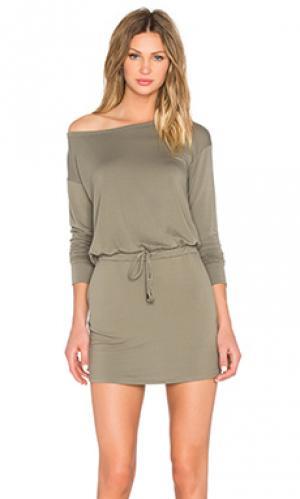 Платье с открытыми плечами и завязкой на шнурок Michael Stars. Цвет: оливковый