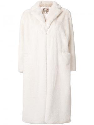 Длинное меховое пальто Pink Memories. Цвет: белый