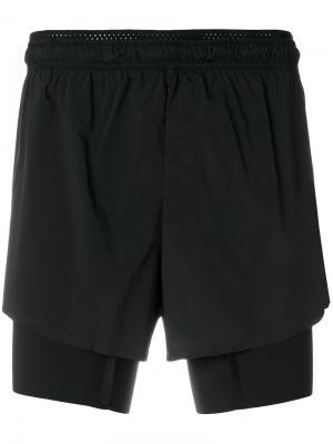 Спортивные шорты Satisfy. Цвет: чёрный