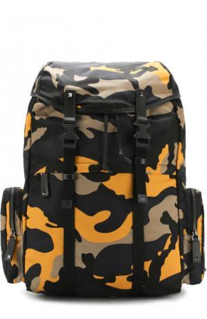 Текстильный рюкзак  Garavani с камуфляжным принтом Valentino. Цвет: желтый