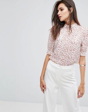 Fashion Union Блузка с высоким воротником и цветочным принтом. Цвет: белый