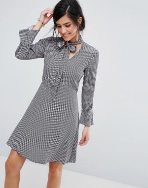 Closet London Платье-рубашка с завязкой у горловины. Цвет: мульти