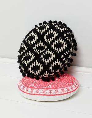 Bombay Duck Черная подушка с помпонами и вышивкой. Цвет: мульти