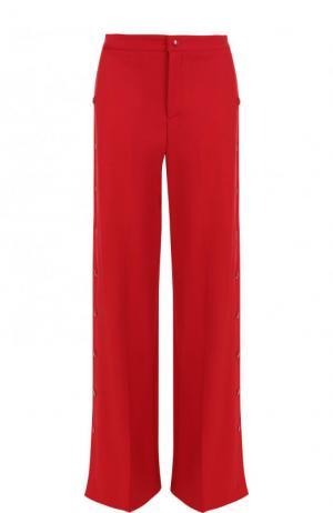 Однотонные расклешенные брюки с заклепками REDVALENTINO. Цвет: красный