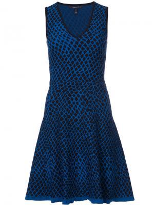 Расклешенное платье с узором Derek Lam. Цвет: синий