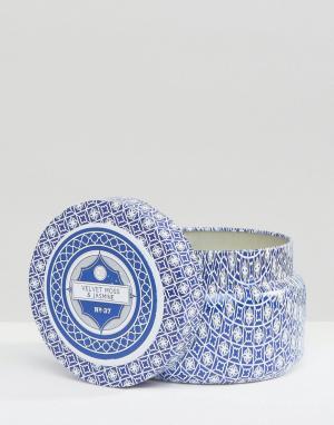 Capri Blue Дорожная свеча Velvet Moss And Jasmine. Цвет: бесцветный